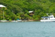 Shore-with-Home-and-Boats-Roatan-Island-Real-Estate