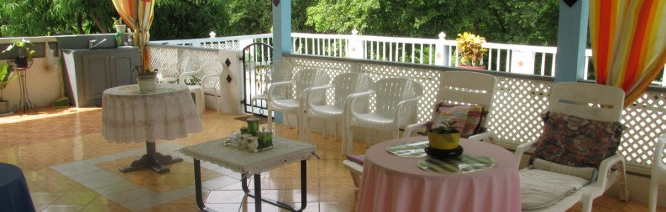 4 Beds with Large Deck - al fresco dining deck