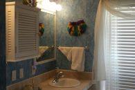 Master bathroom (002)