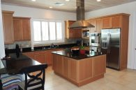 kitchen moderna nd spacious with island